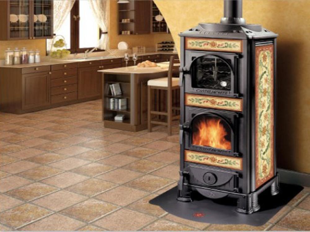 Stufa a legna castelmonte modello helios forno for Stufa a legna per veranda protetta